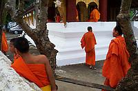 Laos, Province de Luang Prabang, ville de Luang Prabang, Patrimoine mondial de l'UNESCO depuis 1995, moines novices // Laos, Province of Luang Prabang, city of Luang Prabang, World heritage of UNESCO since 1995, novice monk