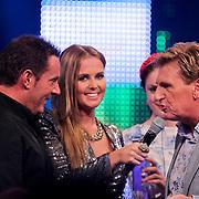 NLD/Den Bosch/20110929 - Uitreiking BumaNL Awards 2011, Gerard Joling, Monique Smit en Hennie Huisman van wie hij een boormachine krijgt