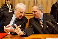 25.01.1999, Deutschland/Bonn:<br /> Edmund Stoiber, CSU Vorsitzender, und Wolfgang Schäuble, CDU Bundesvorsitzender, während der Pressekonferenz zum Ergebnis der gemeinsamen Strategiesitzung der Präsidien von CDU und CSU, Bundes-Pressekonferenz, Bonn<br /> IMAGE: 19990125-01/03-37<br /> KEYWORDS: Wolfgang Schaeuble