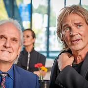 NLD/Hilversum/20181003 - Onthulling Mies Bouwman Totempaal, Matthijs van Nieuwkerk  in gesprek met burgemeester Pieter Broertjes
