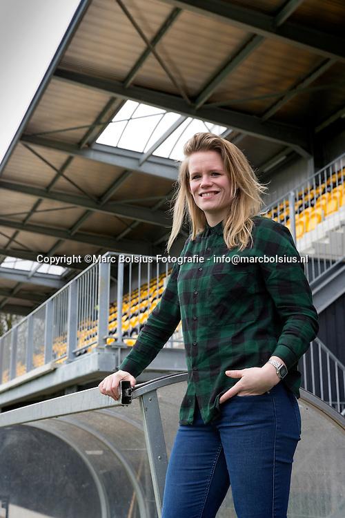 Nederland,  Den Bosch, Hockeyster Vera Vorstenbosch van dames 1 voor de nieuwe tribune