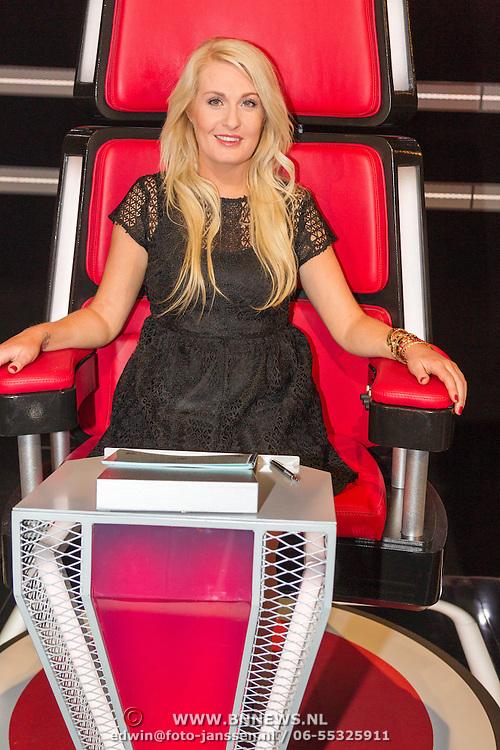 NLD/Hilversum/20151205- Eerste Live uitzending The Voice 2015, Sanne Hansen