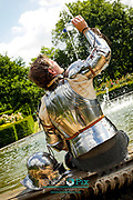 Warwick Castle Knight relaxing in the sunshine keeping cool in the fountain<br />  Picture by Shaun Fellows/Shine Pix