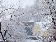 Casa amarilla / mañana invernal / Farellones / cordillera de Los Andes / Chile.<br /> <br /> Edición de 5   Víctor Santamaría.