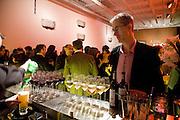 GEOFF DYER. Reception, private view and dinner.; Juan Munoz- A Retrospective. Tate Modern. -DO NOT ARCHIVE-© Copyright Photograph by Dafydd Jones. 248 Clapham Rd. London SW9 0PZ. Tel 0207 820 0771. www.dafjones.com.