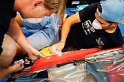 Teamleden repareren de schade van de val. Het Human Power Team Delft en Amsterdam, dat bestaat uit studenten van de TU Delft en de VU Amsterdam, is in Amerika om tijdens de World Human Powered Speed Challenge in Nevada een poging te doen het wereldrecord snelfietsen voor vrouwen te verbreken met de VeloX 7, een gestroomlijnde ligfiets. Het record is met 121,44 km/h sinds 2009 in handen van de Francaise Barbara Buatois. De Canadees Todd Reichert is de snelste man met 144,17 km/h sinds 2016.<br /> <br /> With the VeloX 7, a special recumbent bike, the Human Power Team Delft and Amsterdam, consisting of students of the TU Delft and the VU Amsterdam, wants to set a new woman's world record cycling in September at the World Human Powered Speed Challenge in Nevada. The current speed record is 121,44 km/h, set in 2009 by Barbara Buatois. The fastest man is Todd Reichert with 144,17 km/h.