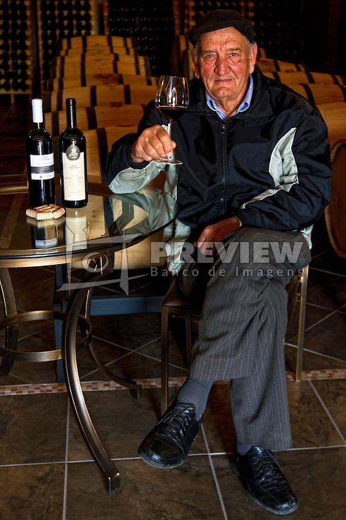 Dom Cândido na vinícula Dom Cândido. FOTO: Marcos Nagelstein/Preview.com