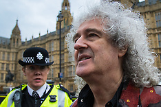 2015-09-08 Queen rocker Brian May leads protest against ongoing badger cull