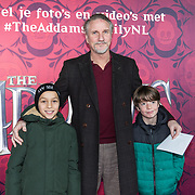 NLD/Amsterdam/20191201 - Nederlandse premiere The Addams Family, Peter Blok met de kinderen van Tjitske Reidinga