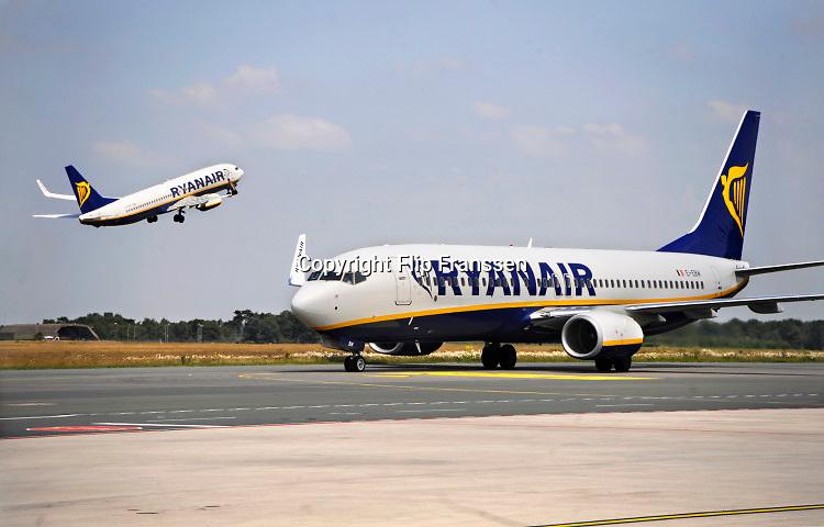 Nederland, Eindhoven, 27-3-2018Regionaal vliegveld, belangrijke regionale luchthaven,  thuisbasis voor prijsvechter chartermaatschappij Ryanair. Boeing 737-800Foto: Flip Franssen