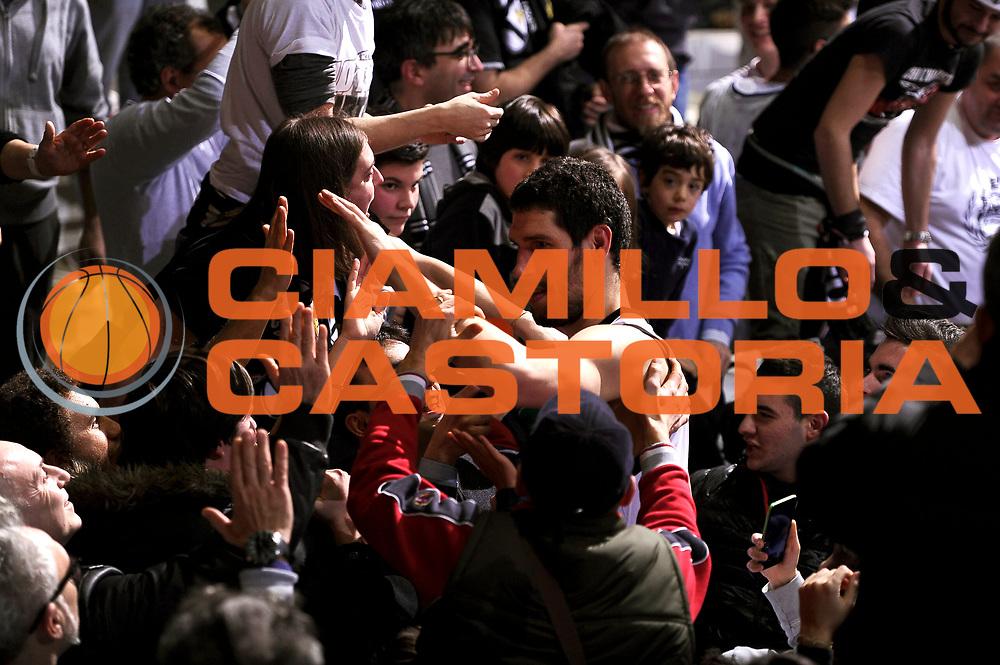 DESCRIZIONE : Bologna Lega A 2014-2015 Granarolo Bologna Banco di Sardegna Sassari<br /> GIOCATORE : tifosi Gino Cuccarolo<br /> CATEGORIA : tifosi postgame <br /> SQUADRA : Granarolo Bologna<br /> EVENTO : Campionato Lega A 2014-2015<br /> GARA : Granarolo Bologna Banco di Sardegna Sassari<br /> DATA : 25/01/2015<br /> SPORT : Pallacanestro<br /> AUTORE : Agenzia Ciamillo-Castoria/M.Marchi<br /> GALLERIA : Lega Basket A 2014-2015<br /> FOTONOTIZIA : Bologna Lega A 2014-2015 Granarolo Bologna Banco di Sardegna Sassari<br /> PREDEFINITA :
