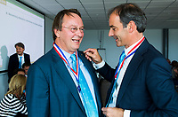 BREDA -  ALV KNHB.  Reinoud Imhof neemt afscheid als bestuurder KNHB. rechts  voorzitter Erik Cornelissen.   COPYRIGHT  KOEN SUYK