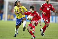FOOTBALL - CONFEDERATIONS CUP 2003 - GROUP B - BRASIL V TYRKIA - 030623 - IBRAHIM UZULMEZ (TUR) / RONALDINHO (BRA) - PHOTO JEAN MARIE HERVIO / DIGITALSPORT