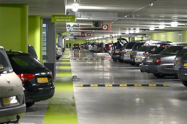 Nederland, Nijmegen, 3-11-2013Parkeergarage bij het station. Voor veel gemeenten is het parkeergeld een grote inkomstenbron. De inkomsten uit parkeergarages blijken tegen te vallen.Foto: Flip Franssen/Hollandse Hoogte