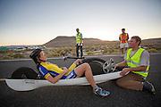 Ellen van Vugt is gefinisht tijdens de derde dag van de recordraces. In Battle Mountain (Nevada) wordt ieder jaar de World Human Powered Speed Challenge gehouden. Tijdens deze wedstrijd wordt geprobeerd zo hard mogelijk te fietsen op pure menskracht. Ze halen snelheden tot 133 km/h. De deelnemers bestaan zowel uit teams van universiteiten als uit hobbyisten. Met de gestroomlijnde fietsen willen ze laten zien wat mogelijk is met menskracht. De speciale ligfietsen kunnen gezien worden als de Formule 1 van het fietsen. De kennis die wordt opgedaan wordt ook gebruikt om duurzaam vervoer verder te ontwikkelen.<br /> <br /> Ellen van Vugt has finished at the third day of the record races. In Battle Mountain (Nevada) each year the World Human Powered Speed Challenge is held. During this race they try to ride on pure manpower as hard as possible. Speeds up to 133 km/h are reached. The participants consist of both teams from universities and from hobbyists. With the sleek bikes they want to show what is possible with human power. The special recumbent bicycles can be seen as the Formula 1 of the bicycle. The knowledge gained is also used to develop sustainable transport.