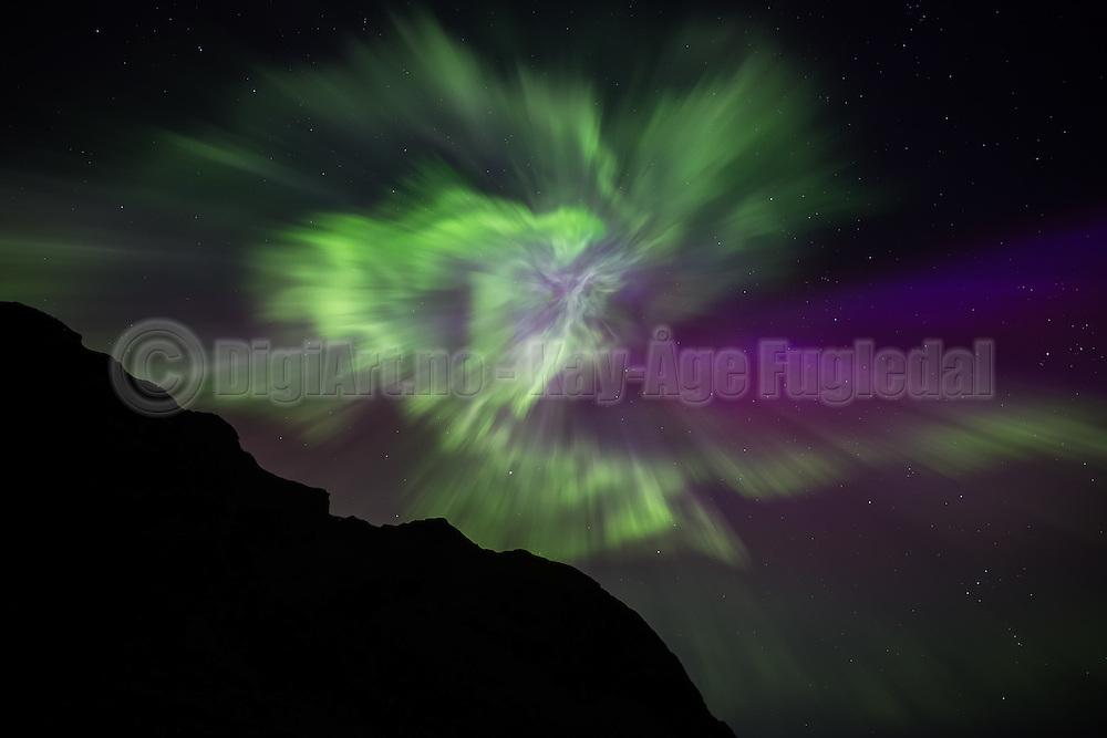 Tonight I had I great Northern Light (Aurora Borealis) experience. Normally we do not have such strong outbreakes on the west coast of Norway   I kveld hadde jeg en helt fantastisk nordlys opplevelse på Hidsneset. Jeg tror ikke jeg har sett så sterkt nordlys på våres kan før.
