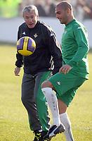 Fotball<br /> Spania<br /> Foto: imago/Digitalsport<br /> NORWAY ONLY<br /> <br /> 29.12.2006 <br /> Trainer Luis Fernandez (li.) und David Rivas Rodriguez (beide Betis Sevilla)