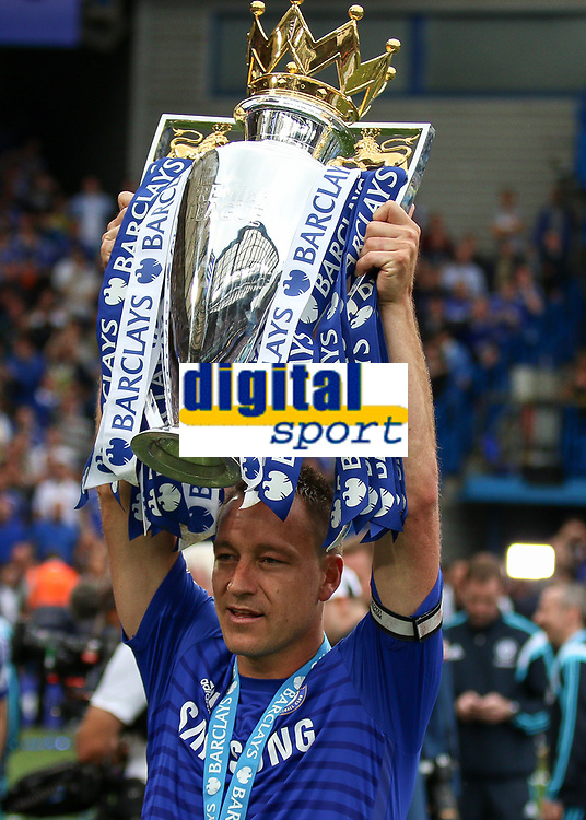 Football - 2014 / 2015 Premier League - Chelsea vs. Sunderland.   <br /> <br /> Chelsea's John Terry  with the Premier League Trophy at Stamford Bridge. <br /> <br /> COLORSPORT/DANIEL BEARHAM