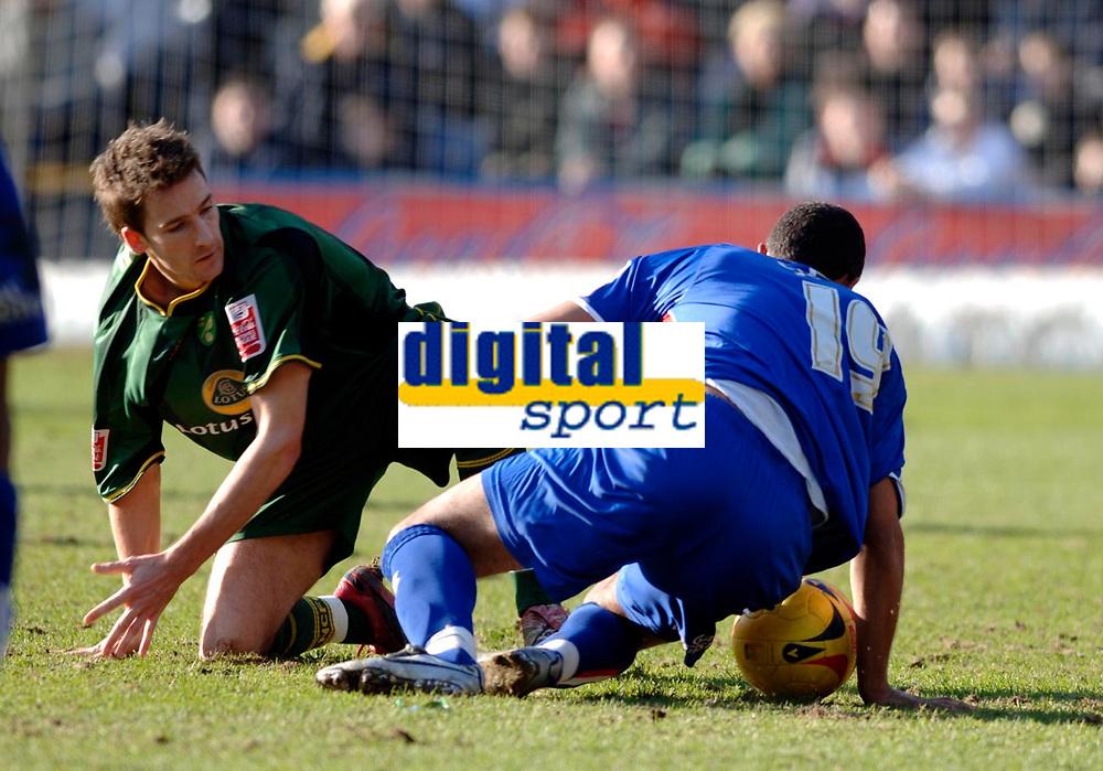 Photo: Daniel Hambury.<br />Crystal Palace v Norwich City. Coca Cola Championship. 25/02/2006.<br />Palace's Tom Soares and Norwich's Adam Drury (L) battle.