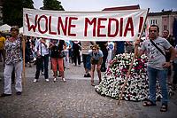 Bialystok, 10.08.2021. Demonstracja w obronie wolnych mediow pod haslem WOLNE MEDIA, WOLNI LUDZIE, WOLNA POLSKA. Uczestnicy protestowali przeciw projektowi ustawy tzw. LEX TVN, ograniczajacemu dzialalnosc niezaleznych mediow w Polsce. Organizatorem byl Podlaski Komitet Obrony Demokracji (KOD). fot Michal Kosc / AGENCJA WSCHOD