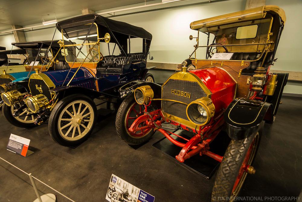 1909 Regal (left) & 1909 Hudson Roadster