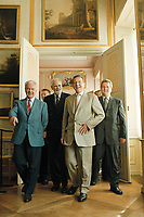 30 AUG 2000, RHEINSBERG/GERMANY:<br /> Gerhard Schröder (M), Bundeskanzler, sieht sich die Gemäldesammlung im Schloß Rheinsberg in  Begleitung von Manfred Stolpe (L), Ministerpräsident Brandenburg, und Rolf Schwanitz (R), Staatsminister im Kanzleramt und Beauftragter der Bundesregierung für die Ostdeutschen Länder, Sommerreise des Kanzlers durch die Ostdeutschen Bundesländer<br /> IMAGE: 20000830-01/02-14<br /> KEYWORDS: Gerhard Schroeder