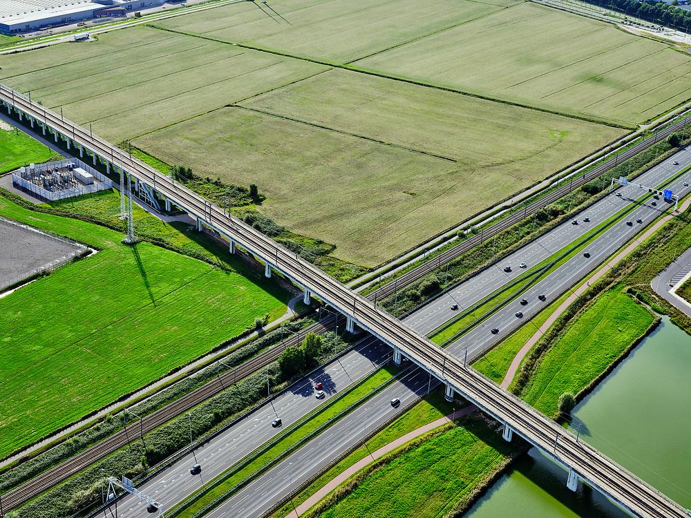 Nederland, Zuid-Holland, Zoetermeer, 14-09-2019; hogesnelheidslijn HSL kruist autosnelweg A12, ten Oosten van Zoetermeer. <br /> High-speed line HSL crosses the A12 motorway, east of Zoetermeer<br /> <br /> luchtfoto (toeslag op standard tarieven);<br /> aerial photo (additional fee required);<br /> copyright foto/photo Siebe Swart