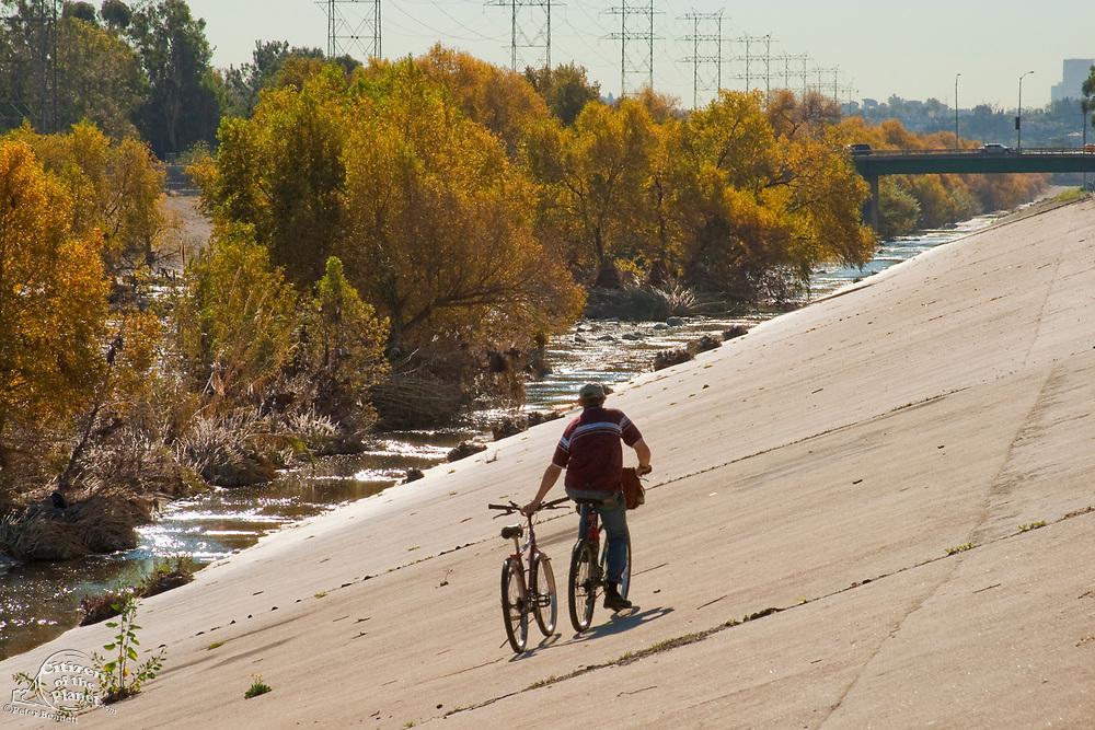 Bike Path, Los Angeles River, Glendale Narrows, Los Angeles, California, USA
