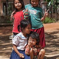 Kids posing for the camera, somewhere between Kompong Phluk and Siem Reap.