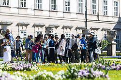 THEMENBILD - Besucher im Schlossgarten machen einen Selfie mit dem Smartphone und einem Selfiestick. Das Schloss Mirabell und seine Gärten zählen zu den Touristenzielen in der Stadt, aufgenommen am 09. Mai 2018 in Salzburg, Österreich // Visitors in the garden take a selfie with their smartphone and a selfiestick. The Mirabell palace with its gardens is a listed cultural heritage monument and part of the Historic Centre of the City, Salzburg, Austria on 2018/05/09. EXPA Pictures © 2018, PhotoCredit: EXPA/ JFK
