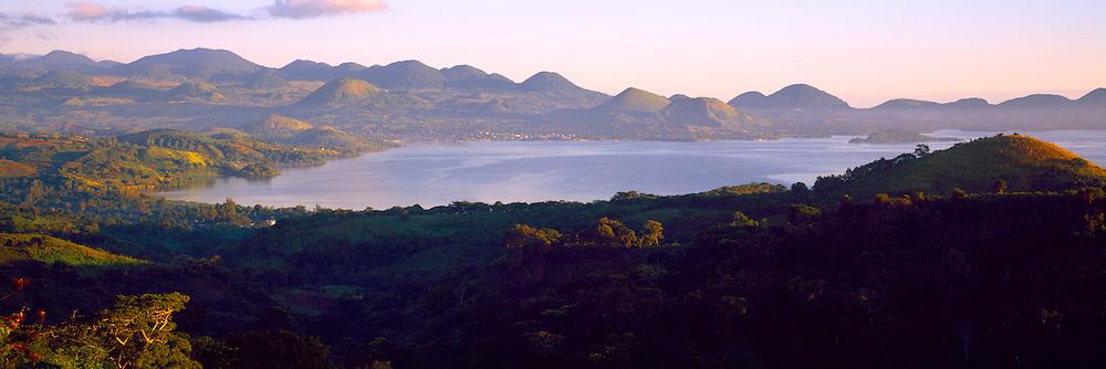 MEXICO, GULF COAST, VERACRUZ Lake Catemaco, in the Los Tuxtlas area