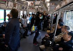 Passageiros no metrô, em Tókio. FOTO: Jefferson Bernardes/Preview.com