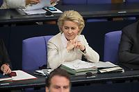 06 NOV 2015, BERLIN/GERMANY:<br /> Ursula von der Leyen, CDU, Bundesverteidigungsministerin, Bundestagsdebatte zur Regelung der Sterbebegleitung; Plenum, Deutscher Bundestag<br /> IMAGE: 20151106-01-008<br /> KEYWORDS: Sterbehilfe, Debatte