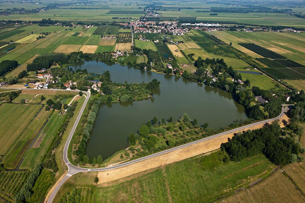 Nederland, Zuid-Holland, Gemeente Leerdam, 08-07-2010; Schoonrewoerd, Diefdijk met 'Wiel van Bassa', overblijfsel van een dijkdoorbraak. .De Diefdijk is een binnendijk en oorspronkelijk aangelegd om de Alblasserwaard en de Vijfherenlanden tegen wateroverlast uit de Betuwe te beschermen. Daarnaast maakt de dijk onderdeel uit van Nieuwe Hollandse Waterlinie..Diefdijk with 'wheel', the remnants of a dike breach. The inner dike was originally built to protect the polders Alblasserwaard and Vijfherenlanden against flooding from the Betuwe. In addition, the dike is part of the New Dutch Waterline.luchtfoto (toeslag), aerial photo (additional fee required).foto/photo Siebe Swart