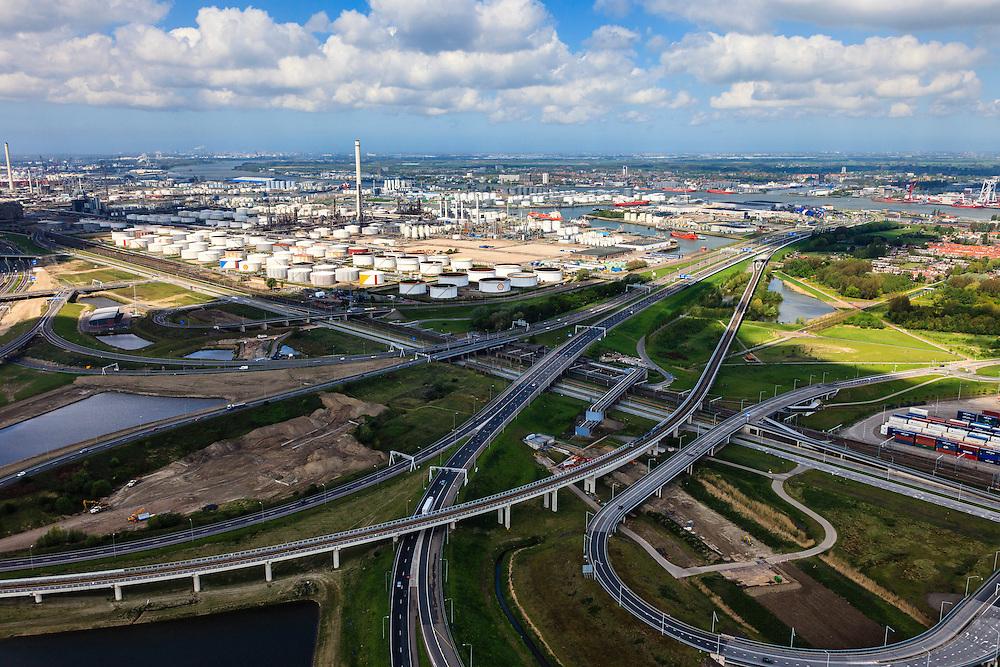 Nederland, Zuid-Holland, Rotterdam, 09-05-2013; Hoogvliet, knooppunt Benelux (Beneluxplein). Werkzaamheden ter voorbereiding van het verbreden van rijksweg A15 richting Maasvlakte (diagonaal naar linksboven)...Overview of the road widening of motorway A15 at the Junction (Knooppunt) Beneluxplein, in Rotterdam, in n/w direction, river Nieuwe Maas in the back. Port of Rotterdam, oil storage (l)..luchtfoto (toeslag op standard tarieven).aerial photo (additional fee required).copyright foto/photo Siebe Swart