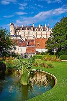 France, Indre-et-Loire (37), Loches, la cité médiévale, le Logis Royal et le chateau, jardin public // France, Indre-et-Loire (37), Loches, Royal castle and dwelling, public garden