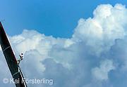 V. 14. Valencia, 03/04/2007. El estratega del Luna Rossa Challenge otea el viento durante la primera regata de flota del acto 13 de la Copa Louis Vuitton que ha empezado hoy ante el litoral valenciano. EFE/Kai Försterling