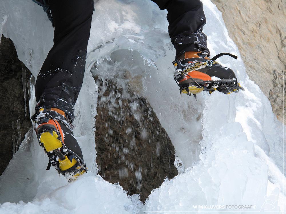 Climbing, crampons