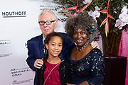 Premiere van de Opera La Cenerentola in het Nationale Opera & Ballet, Amsterdam.<br /> <br /> op de foto:  Gerda Havertong met partner Roelof Lenten en kleindochter