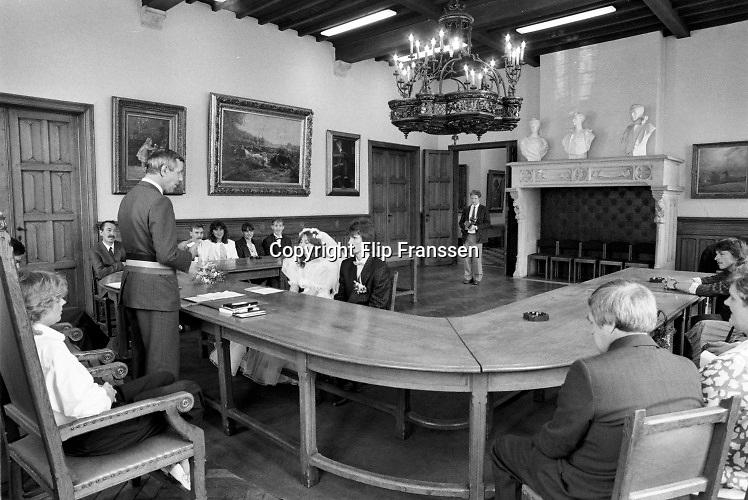 Belgie, mei 1988 Serie in het kader van het project 24 uur Belgie . Beelden van een bruiloft, trouwplechtigheid, in het gemeentehuis van Dendermonde, Foto: Flip Franssen