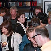 Boekpresentatie Broodje Halfom Bart Chabot, vrouw Jolanda van den Burg met witte sjaal