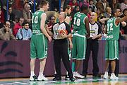 DESCRIZIONE : Associazione Italiana Arbitri Pallacanestro 17 Giornata Lega A1 2005-06 <br /> GIOCATORE : Team Treviso Arbitro <br /> SQUADRA : Benetton Treviso <br /> EVENTO : Campionato Lega A1 2005-2006 <br /> GARA : Montepaschi Siena Benetton Treviso <br /> DATA : 22/01/2006 <br /> CATEGORIA : Ritratto <br /> SPORT : Pallacanestro <br /> AUTORE : Agenzia Ciamillo-Castoria/G.Ciamillo <br /> Galleria : Aiap 2005-2006 <br /> Fotonotizia : Associazione Italiana Arbitri Pallacanestro 17 Giornata Campionato Italiano Lega A1 2005-2006 <br /> Predefinita :