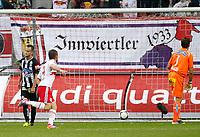 Fotball<br /> Østerrike<br /> Foto: Gepa/Digitalsport<br /> NORWAY ONLY<br /> <br /> SALZBURG,AUSTRIA,30.SEP.12 - FUSSBALL - tipp3 Bundesliga powered by T-Mobile, Red Bull Salzburg vs SK Sturm Graz. <br /> <br /> Bild zeigt Christian Klem (Sturm), Valon Berisha (RBS) und Christian Gratzei (Sturm).