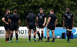 England's Ted Hill (centre) during the training session at Pennyhill Park, Bagshot. PRESS ASSOCIATION Photo. Picture date: Friday November 16, 2018. See PA story RUGBYU England. Photo credit should read: Steven Paston/PA Wire. RESTRICTIONS: Editorial use only, No commercial use without prior permission.