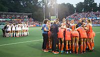 AMSTELVEEN -  Teamoverleg, teamhuddle  tijdens  de gewonnen  damesfinale Nederland-Belgie bij de Rabo EuroHockey Championships 2017.   COPYRIGHT KOEN SUYK