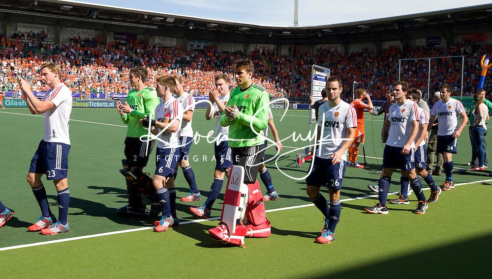 DEN HAAG - Teleurstelling bij de Engelsen na de halve finale wedstrijd tussen de mannen van Nederland en Engeland (1-0) voor de World Cup Hockey 20124. ANP KOEN SUYK