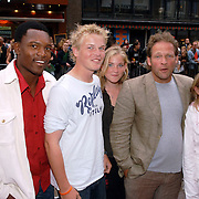 NLD/Amsterdam/20060626 - Premiere Over the Edge, Eric van Muiswinkel, dochters, zoon kees (blond) en schoonzoon