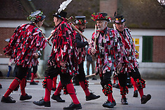 2019-05-01 Datchet Border Morris celebrate May Day