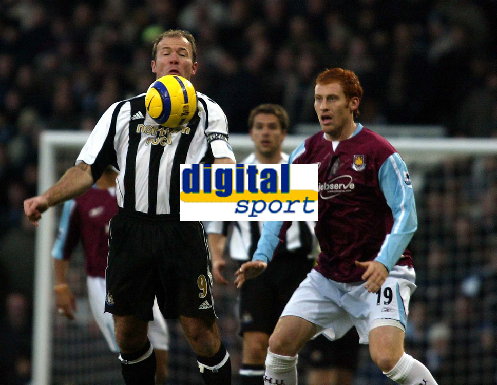 Photo: Chris Ratcliffe.<br />West Ham United v Newcastle United. The Barclays Premiership. 17/12/2005.<br />Alan Shearer (L) controls the ball as James Collins closes down.