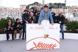 May 18, 2019 - Cannes, Provence-Alpes-Cote d'Azu, France - 72eme Festival International du Film de Cannes. Photocall du film ''Douleur et Gloire''. 72th International Cannes Film Festival. Photocall of ''Dolor y gloria'' movie....239401 2019-05-18 Provence-Alpes-Cote d'Azur Cannes France.. Banderas, Antonio (Credit Image: © Philippe Farjon/Starface via ZUMA Press)